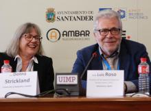 La Premio Nobel Donna Strickland y Luis Roso durante la mesa redonda que tuvo lugar en el marco del curso de verano de la UIMP